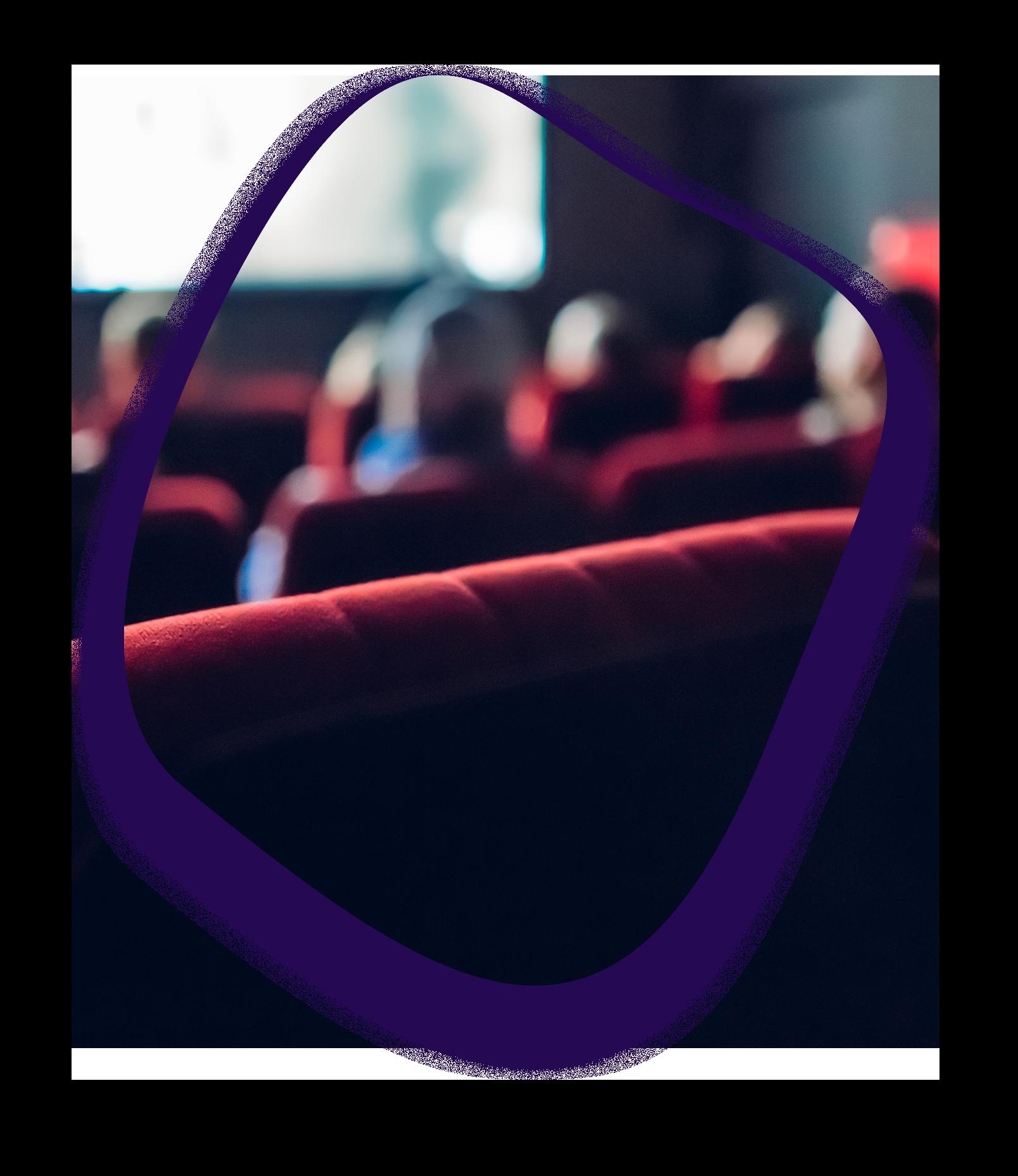 ici se trouve une photo d'un fauteuil dans une salle de cinéma