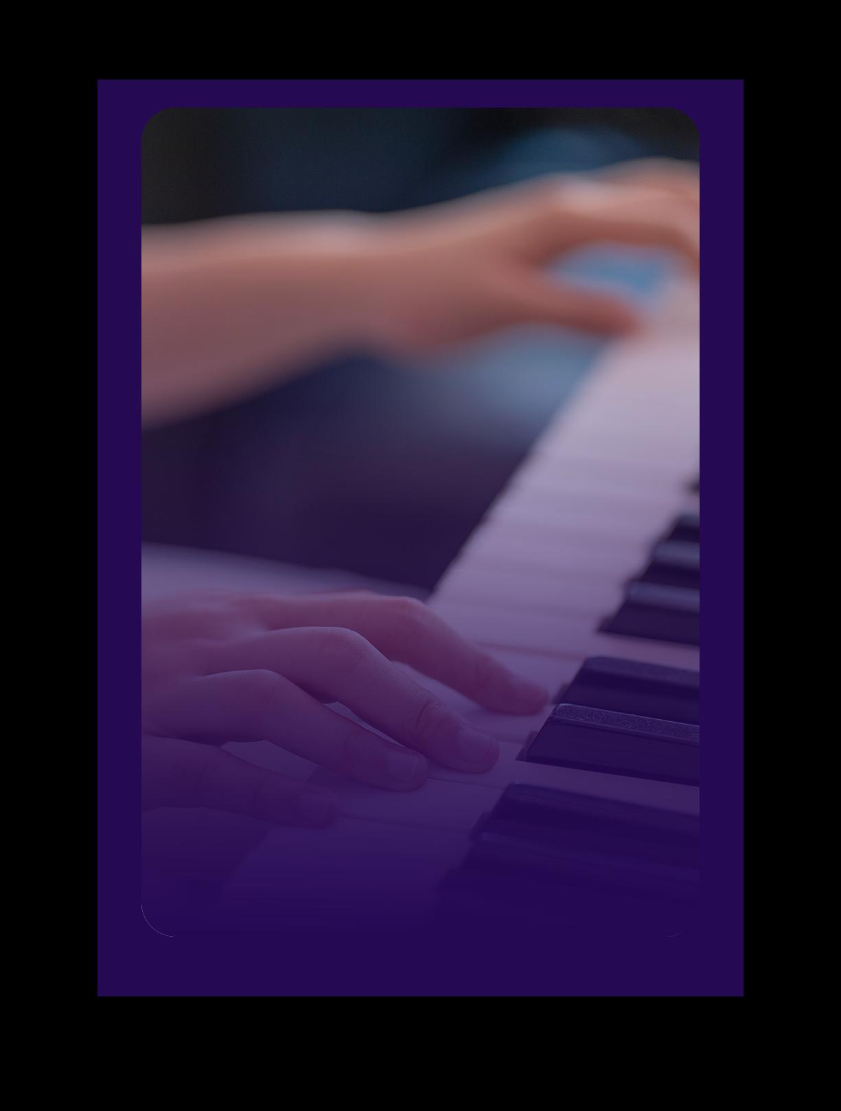 ici se trouve une image de doigts qui jouent au piano