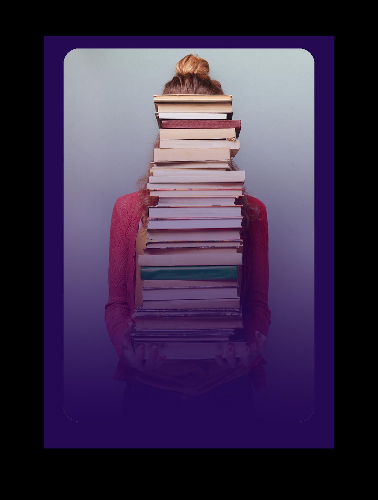 ici se trouve une photo d'une jeune fille qui porte une pile de livres qui qui cachent son visage